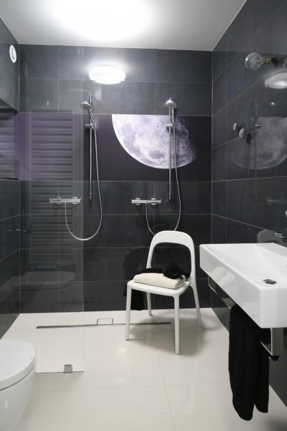W nowoczesnej łazience...  Czarno-biała łazienka. Tak modnie ją urządzisz  Strona: 3