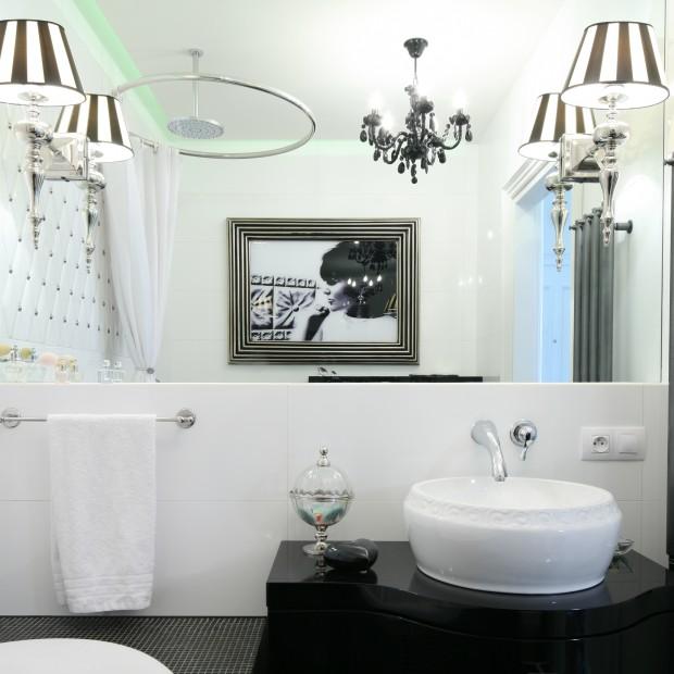 Czarno-biała łazienka. Tak modnie ją urządzisz