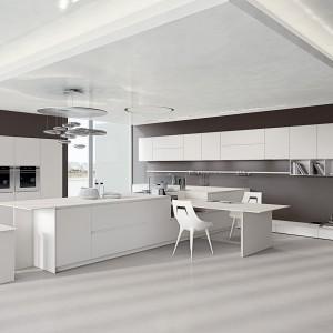 Meble z kolekcji Ak 04 to idealny przykład tego, jak minimalizm i biel harmonizują z szarymi ścianami i stylistyką soft loftową. Fot. Arrital Cucine.