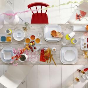 Barwne akcenty w jadalni umilą wspólne posiłki, będą przypominać o nadchodzącej wiośnie i oddawać energii. Zastawa od niemieckiej marki Kahla pomoże zaaranżować stół na wiosnę. Fot. Kahla.