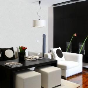 Farba strukturalna baranek marki Primacol Decorative, nadaje ścianom nieskazitelnie biały wygląd urozmaicając ich fakturę subtelnymi wypukłościami. Fot. Unicell.
