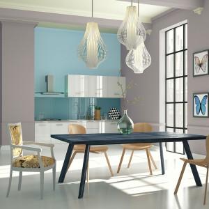 Wykorzystując farby Świetlisty refleks oraz Lodowy Błękit marki Śnieżka Satynowa możemy nadać przestronności oraz podkreślić loftowy styl wnętrza. Fot. Śnieżka.