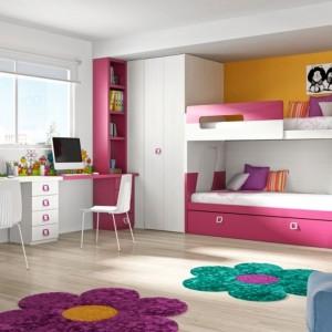 Odrębność przestrzeni każdego dziecka we wspólnym pokoju można zaznaczyć wykorzystując np. dywany w różnych kolorach czy kształtach. Fot. Muebles Lara.