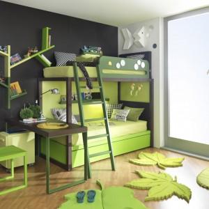 Fantazyjna półka, przypominająca forma np. gałąź, pomoże uporządkować płyty czy książki, jak również będzie efektowną dekoracją ściany. Fot. Dearkids.