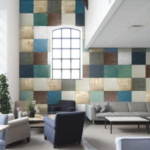 Tapeta z serii Captured Reality firmy Mr Parswall przypominająca mozaikę ułożoną z kwadratowych płytek w modnych kolorach ziemi. Fot. Mr Parswall.