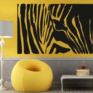 Naklejka zebra marki Denoda wprowadzi do wnętrza klimat safari. To piękne zwierze w paski najładniej wygląda na tle ściny w jasnym, radosnym odcieniu. Fot. Denoda.