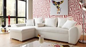 Jak sprawić, by zwykły salon stał się niezwykle efektowny? Postaw na dekoracyjne wykończenie ścian, które nada im mocnego charakteru.