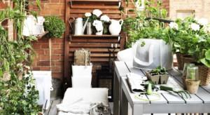 60% mieszkań w Polsce jest wyposażona w balkon. Często jednaktrzyma się tam rzeczy, które nie mieszczą się w domu. Tymczasem, nawet jeśli jest mały, może on służyć nam na wiele sposobów – jako strefa relaksu, domowy ogródek, miejsce spo