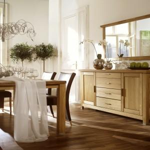 Piękny, solidny stół z drewna dębowego. Fot. Dekort, stół jadalniany z kolekcji Porto.