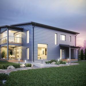 Nowoczesny dom z drewnianych bali urzeka nowoczesną bryłą. Drewno, połączone z asymetrycznymi przeszkleniami dodaje bryle domu oryginalnego charakteru. Fot. Honkarakenne Oyj.