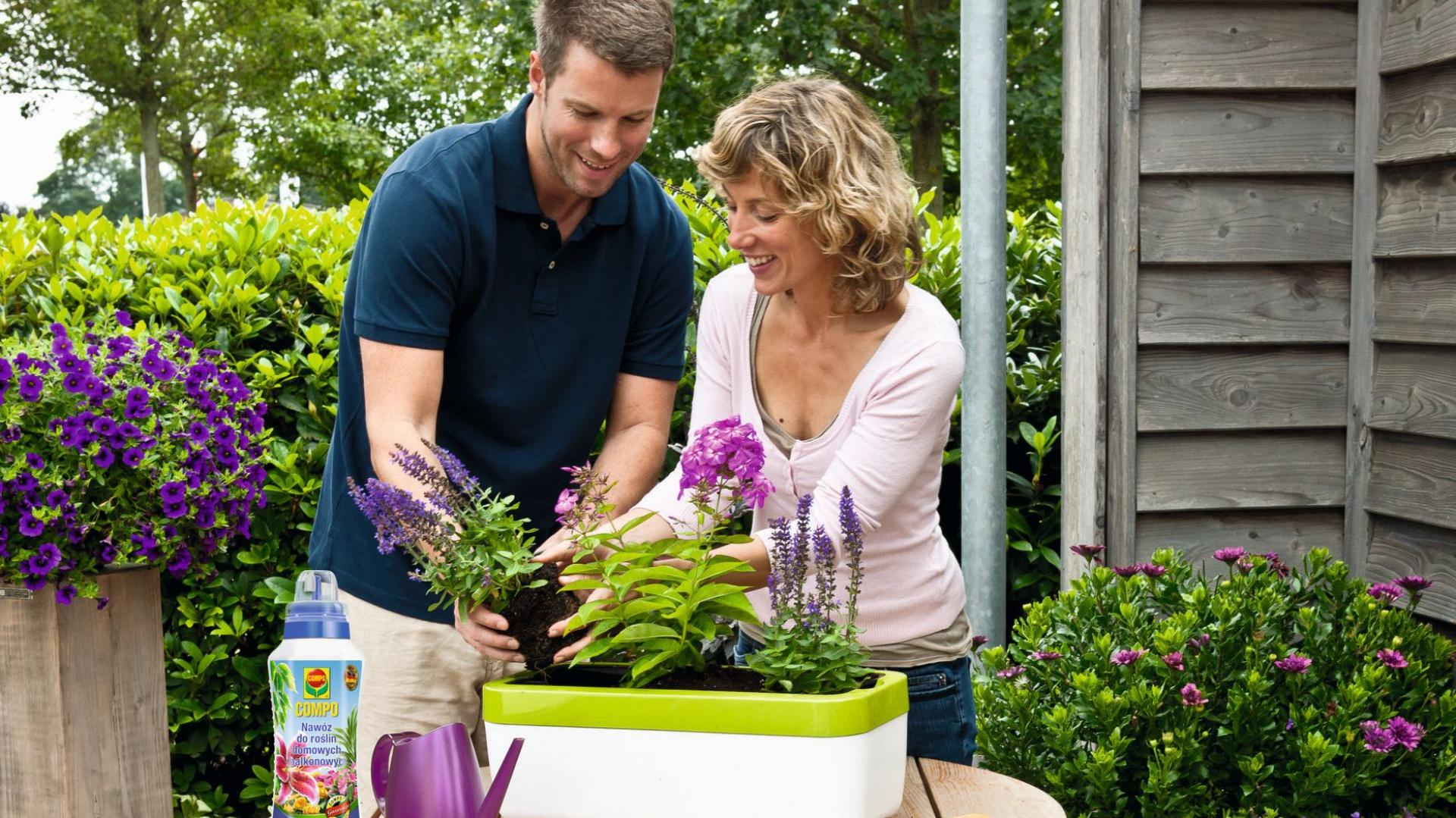 Wiosna to czas na sadzenie kwiatów, które będą upiększać otoczenie naszego domu przez najbliższe miesiące. Fot. Praktiker.