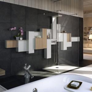 Kabina Osmos marki Glass to model walk-in. W tej serii są także specjalnie dedykowane pod prysznic półki i szafki ścienne. Fot. Glass/A'qua Design.