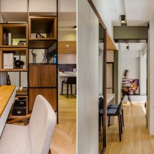 Przestrzeń dzienną podzielono przesuwnymi szafkami z półkami na przestrzał. Mogą one posłużyć za praktyczną biblioteczkę, jak i za swoiste parawany, przepuszczające światło. Projekt i zdjęcia: Archlin Studio.
