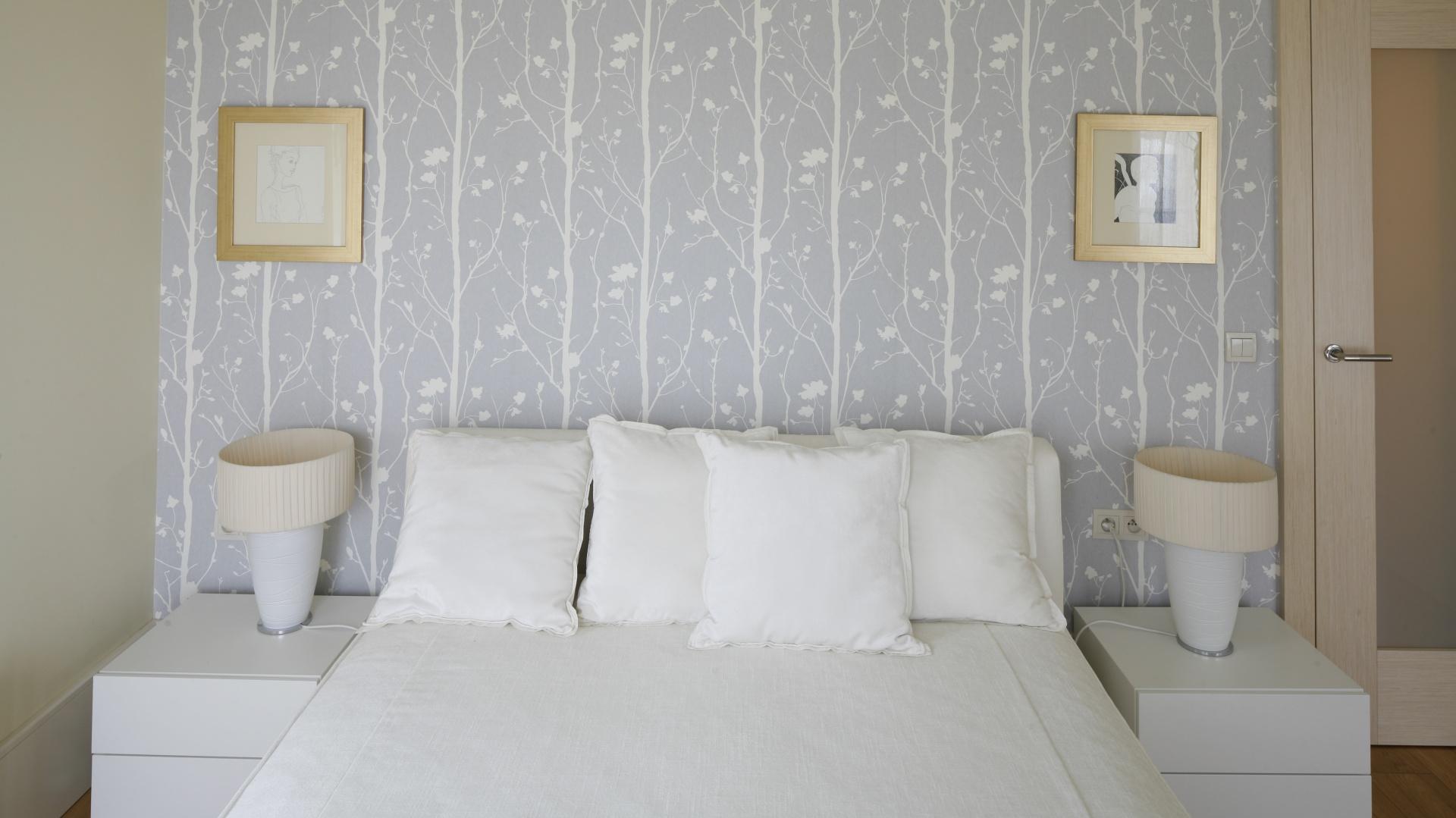 ściany W Sypialni Wykończ Je Piękna Tapetą