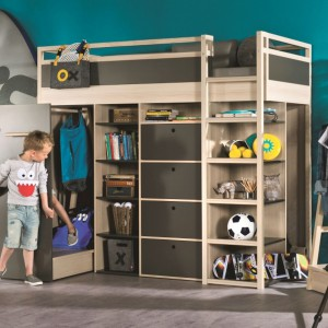 Kolekcja Spot by VOX inspirowana jest godzinami spędzonymi na podwórku, na huśtawkach, budowaniu baz i zabawach w chowanego. Rodziców zachwyca swoją funkcjonalnością, a dzieci - pomysłowymi rozwiązaniami. Fot. Meble Vox.