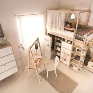 Piętrowe łóżko Spot to mebel do zadań specjalnych. Powstało z myślą o małych pokojach dzieci, mając na uwadze aktywne spędzanie czasu wolnego, oszczędność miejsca, mobilność i uniwersalność. Fot. Meble Vox.