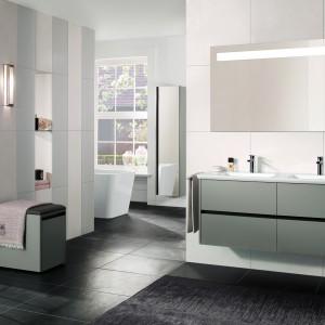Kolekcja Vivia to nowość firmy Villeroy&Boch. Elegancka i funkcjonalna kolekcja wyposażenia: meble, ceramika, kabiny i panele prysznicowe zaprojektowane z myślą o wygodzie. Fot. Villeroy&Boch.
