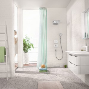Hansgrohe Rainmaker Select i Shower Select to armatura w białym wykończeniu zaprezentowana przez firmę Hansgrohe. Fot. Hansgrohe.