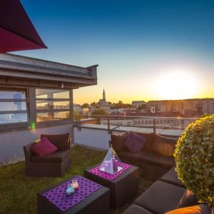 Apartament ma ogród z tarasem na dachu budynku, z którego roztacza się malowniczy widok na panoramę Białegostoku. Cena najbardziej luksusowego apartamentu na Podlasiu: 1.650.000 złotych. Fot. Marek Białokoz.