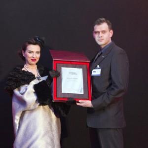 Michał Tykarski z firmy Szynaka Meble, odebrał nagrodę Firma Roku. Fot. Bartosz Jarosz.