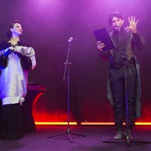 Galę poprowadził konferansjer, aktor i wokalista Marek Ciunel. Fot. Bartosz Jarosz.