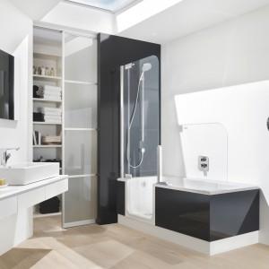 Twinline 2 formy Arweger to wanna typu kombi z drzwiami prysznicowymi. Fot. Artweger.