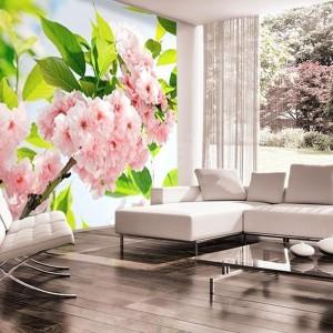 Kwitnące różowe kwiaty na dużej fototapecie to propozycja z oferty Demur. Fot. Demur.