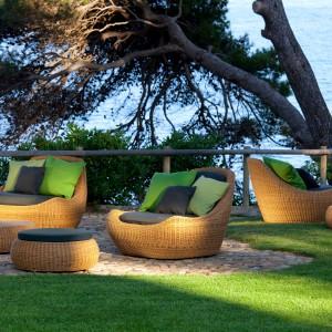 Meble z kolekcji Globe dostępne w ofercie hiszpańskiej marki Point. Wykonane z rattanu. Będą piękną ozdobą każdego ogrodu. Fot. Point.