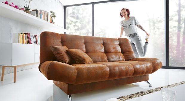Sofa w salonie: nowoczesne meble w uniwersalnych kolorach