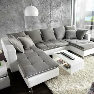 Stylowa kanapa Florencja marki De Life pozwoli komfortowo wypocząć całej rodzinie. Siedzisko z białej skóry zostało wyścielone miękkimi poduszkami mocowanymi na rzepy. Fot. De Life.