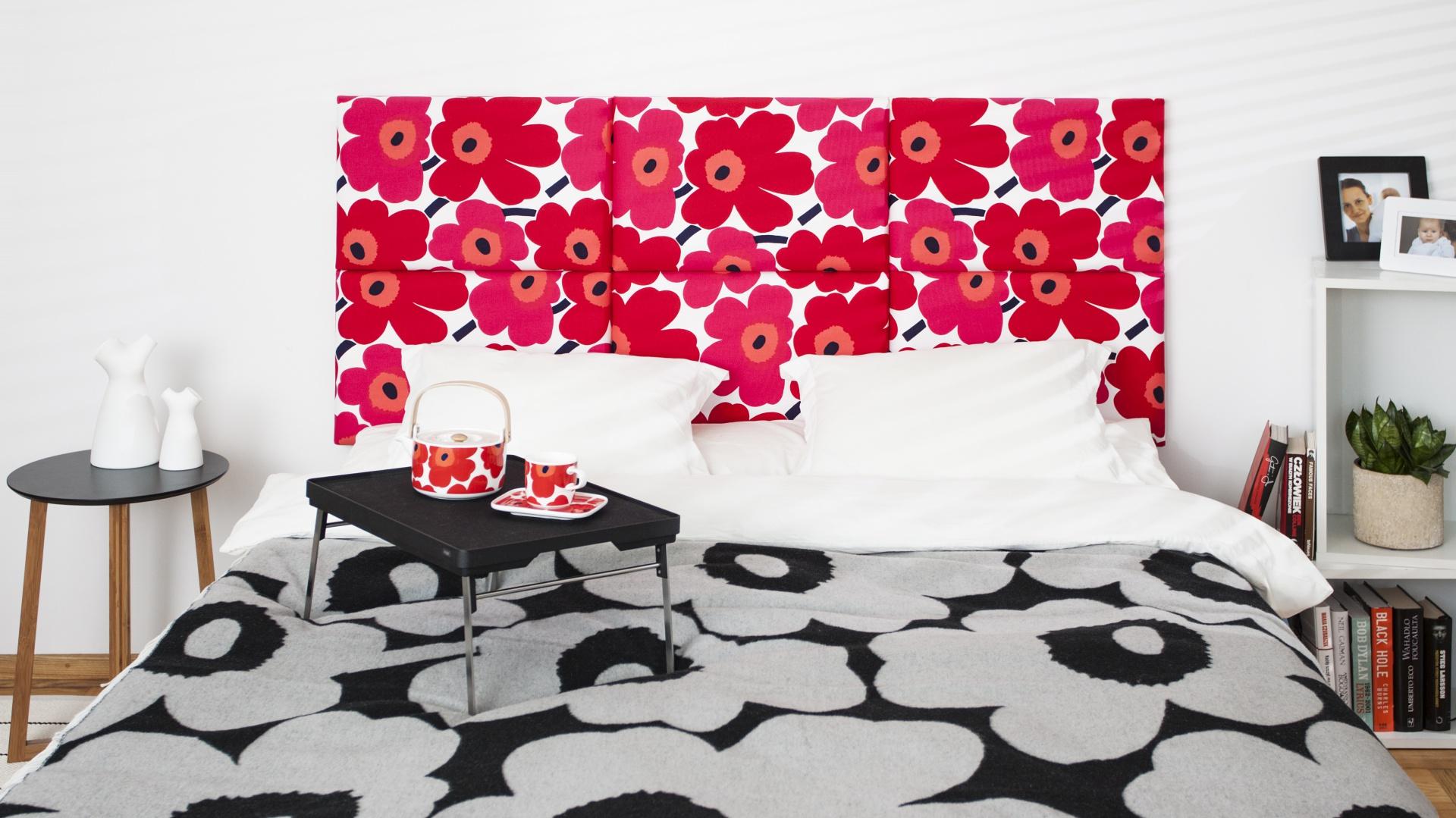 Modułowy zagłówek stanowi doskonały pomysł na szybką, wiosenną metamorfozę sypialni. Do wyboru mamy wiele wzorów i kolorów. Fot. Made for bed.