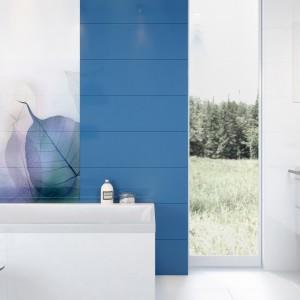 Płytki z kolekcji Vivid Colour dostępne w formacie 25 cm x 75 cm. Kolekcja płytek w odcieniach bieli, niebieskiego, miętowego i fioletowego. Dopełnieniem kolekcji jest kompozycja tworząca motyw przenikających się szmaragdowo-fioletowych liści. Fot. Opoczno.