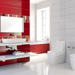 Płytki z kolekcji Allegra w czerwonym kolorze zostały wzbogacone dekoracyjnymi listwami. Całość prezentuje się energetycznie i bardzo pięknie. Fot. Roca Tiles.