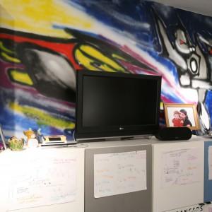 Graffiti dobrze wygląda nie tylko w przestrzeni publicznej, ale również we wnętrzu. Taka ściana z pewnością spodoba się nie jednemu chłopcu. Projekt: Katarzyna Mikulska-Sękalska. Fot. Bartosz Jarosz.