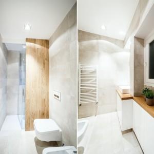 Elementy w kolorze drewna ocieplają świeżą aranżację łazienki. Projekt i zdjęcia: Brain Factory.