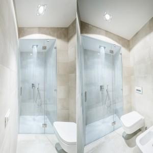 W łazience dominują jasne, stonowane beże, proste formy i transparentne powierzchnie. Całość tworzy bardzo lekkie i świeże wnętrze, idealne do relaksu. Projekt i zdjęcia: Brain Factory.