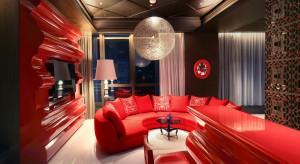 Butikowy hotel Mira Moon położony jest wśród pulsujących życiem barów i galerii dzielnicy Wan Chai w Hong Kongu. Współautorem projektu wnętrz hotelu jest holender Marcel Wanders, którego New York Times okrzyknął swego czasu Lady Gagą świata
