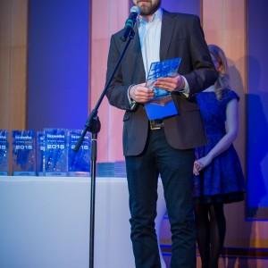 Nagrodę główną w kategorii Kabiny Prysznicowe odebrał Piotr Agata, product manager ds. kabin prysznicowych w firmie Sanitec Koło. Fot. Paweł Ławreszuk.