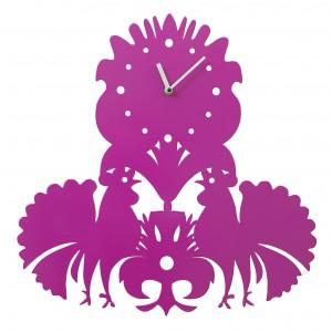 Zegar ścienny folk - radosna wersja łowickiej wycinanki najlepiej oddaje folkowy charakter projektów pracowni. Fot. Laskowscy Design/www.laskowscydesign.pl.