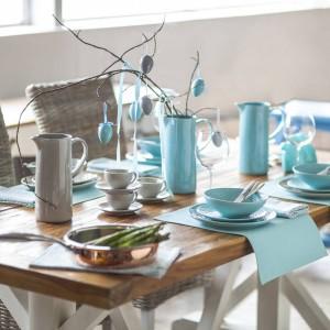 Kolekcję kamionkowej zastawy stołowej Rosett marki Duka oparto na żywych kolorach, które same w sobie staną się piękną dekoracją stołu. Turkus, fiolet, żółty i zielony - barwę zastawy można dobrać do wnętrza albo własnych upodobań. Fot. Duka.