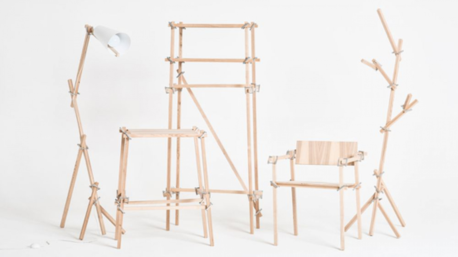 Patyczaki to zestawy elementów do tworzenia mebli, sprzętów, instalacji, powstał w ramach projektu stypendialnego W rzeczy samej. Patyczaki Jana Godlewskiego. Fot. Archiwum