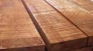 Nowoczesne technologie produkcji, sposoby wykończenia, dostępne środki pielęgnacyjne sprawiają, że podłogi drewniane praktycznie mogą przetrwać wiele pokoleń. Czasem jednak wymiana parkietu staje się nieodzowna. Czy można taki zabieg przeprowa