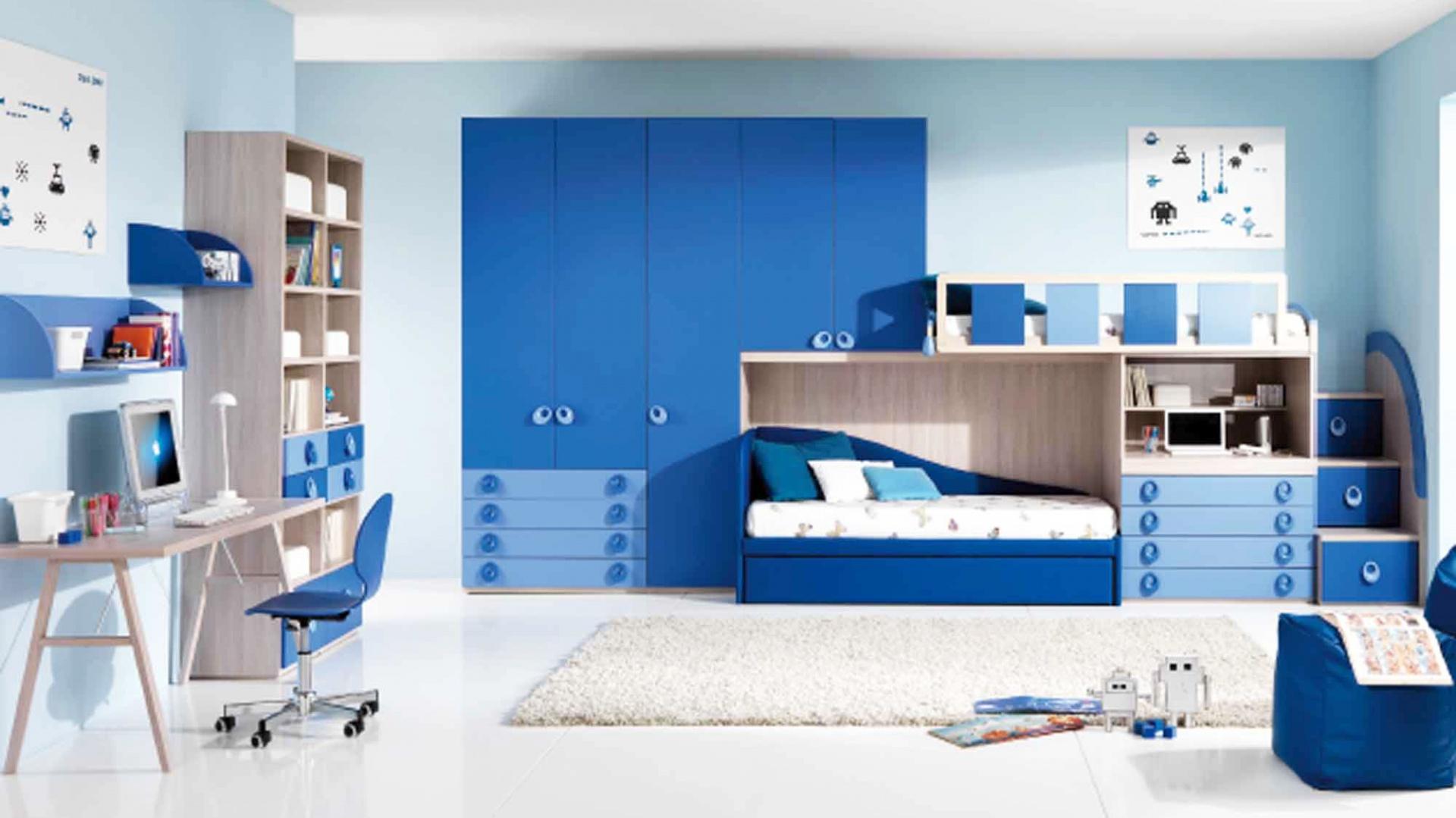 00e42b1c4df186 Wiele odcieni niebieskiego w jednym wnętrzu nada pomieszczeniu spokojny,  ale nie nudny wygląd. Fot