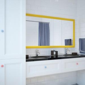 Dwie umywalki pozwalają dziewczynkom na wspólną toaletę. Projekt i wizualizacje: Studio projektowe Geometrium.