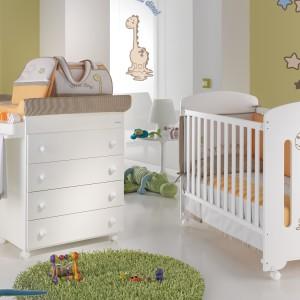 Dekorując pokój niemowlaka warto wykorzystać do jego dekoracji motyw sympatycznego zwierzaka czy stwora. Na zdjęciu: kolekcja Basic Dinus marki Micuna. Fot. Micuna.