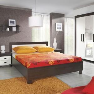 Dwukolorowy zestaw Cezar firmy Meble Jurek to propozycja do umiarkowanie nowoczesnej sypialni. Proste formy mebli urozmaicają fronty o barwie milano i crem. Cena: 2.000 zł. Fot. Meble Jurek.
