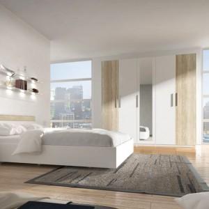 Sypialnia Alex. Zestaw tworzy duża szafa 4-drzwiowa, szafki nocne, komoda oraz łóżko. Fot. Meble Krispol.
