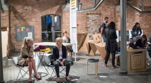 W ramach programu odbędą się liczne wystawy, prezentacje, pokazy filmów, spotkania, warsztaty i dyskusje związane z problematyką oscylującą wokół: designu, architektury, zagadnień urbanistycznych, oraz zjawisk okołoprojektowych.