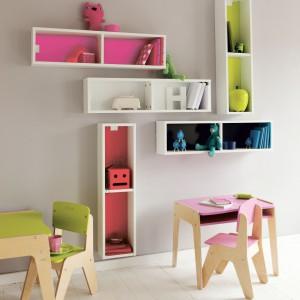 Półki to mebel, który w pokoju przedszkolaka pełni ważną rolę: porządkuje przestrzeń. Nie może więc go zabraknąć w pomieszczeniu. Fot. Mondrian Bookshelves.