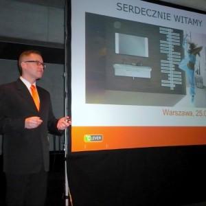 Robert Skomorowski z firmy Purmo prezentuje rozwiązania z zakresu techniki grzewczej. / fot. M. Nietupska